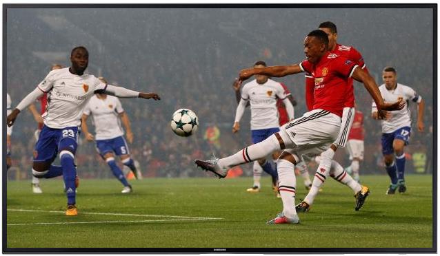 fullscreen image of football match
