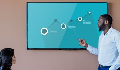 digital signage is used to communicate information between employees