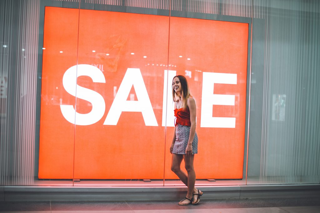 digital signage for retail and brands - shop window tv